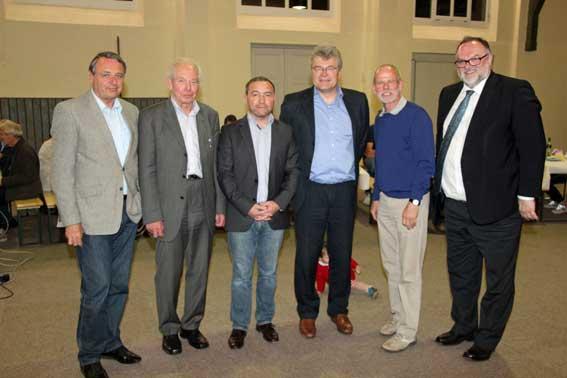 Die alte und neue TV-Vorstandschaft (v.li.) Karl Synek, Werner Kasper, Peter Niedermeier, Herbert Hugger, Erich Kopp wurde von OB Jürgen Dupper beglückwünscht.